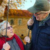 Čeští senioři pracují méně než na Západě. Častěji utrácejí úspory z aktivního věku