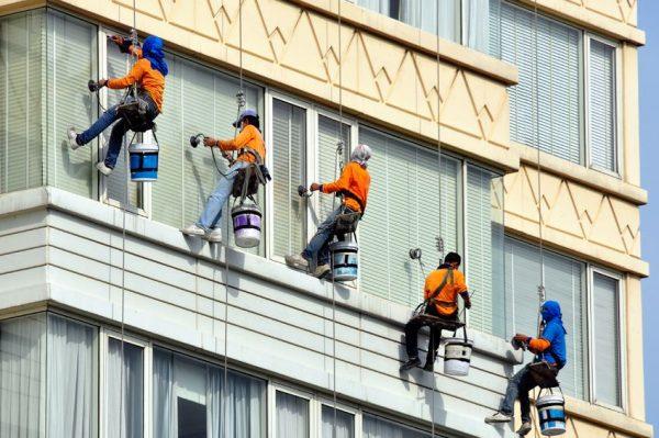 11864278 - men team washes skyscraper's facade